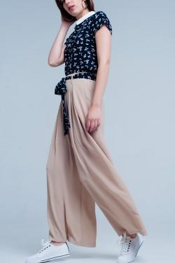 Beige pants with black floral belt